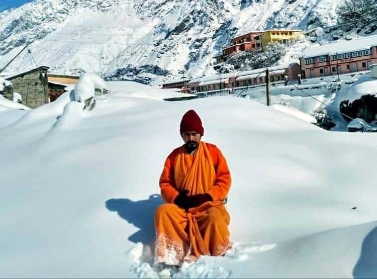 sadhu meditation at badrinath-2