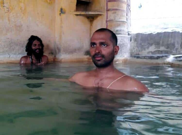 sadhu meditation at badrinath-3