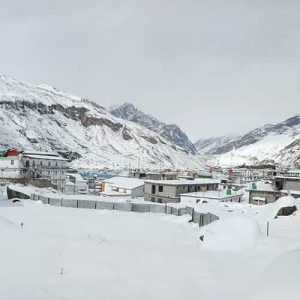 Read on to Know Why These 23 People are Braving Record Snowfall in Badrinath