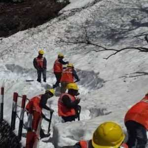 Snow Mountain Cutting Procedure Starts in Kedarnath for Chardham Yatra 2020