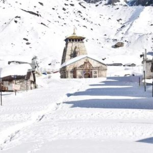 White Curfew in Kedarnath Dham, Half of the temple is covered with thick sheets of snow, appealing pictures are surfaced